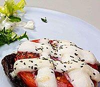 Запечена яловичина з сиром моцарелла