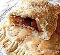 Пиріжки слойоні з яблуками.