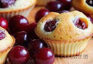 Простий рецепт приготування кексів з вишнями