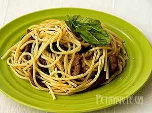 Спагеті з яловичиною і шпинатом